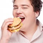 knubbig man och mat — Stockfoto