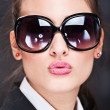 Girl with big sun glasses sending kiss — Stock Photo