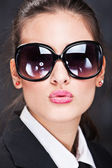 Girl with big sun glasses sending kiss — Foto de Stock
