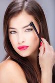 Pentear sobrancelha de mulher — Foto Stock