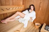 Frau in der sauna — Stockfoto