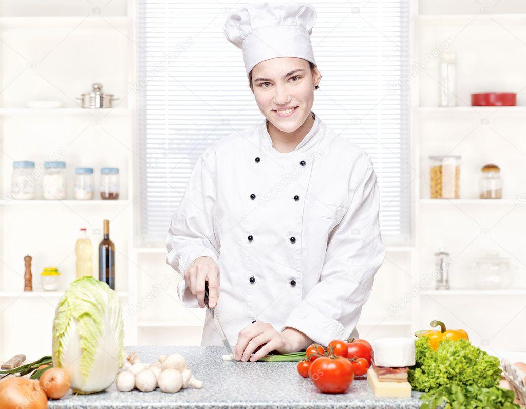 Фото девушка в халате на кухне 8 фотография