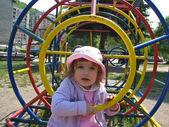 Chica en el patio — Foto de Stock