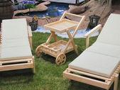 Ligstoelen op het gras — Stockfoto