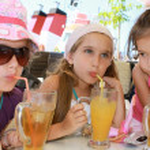 Girls drinking juice — Stock Photo #9807317