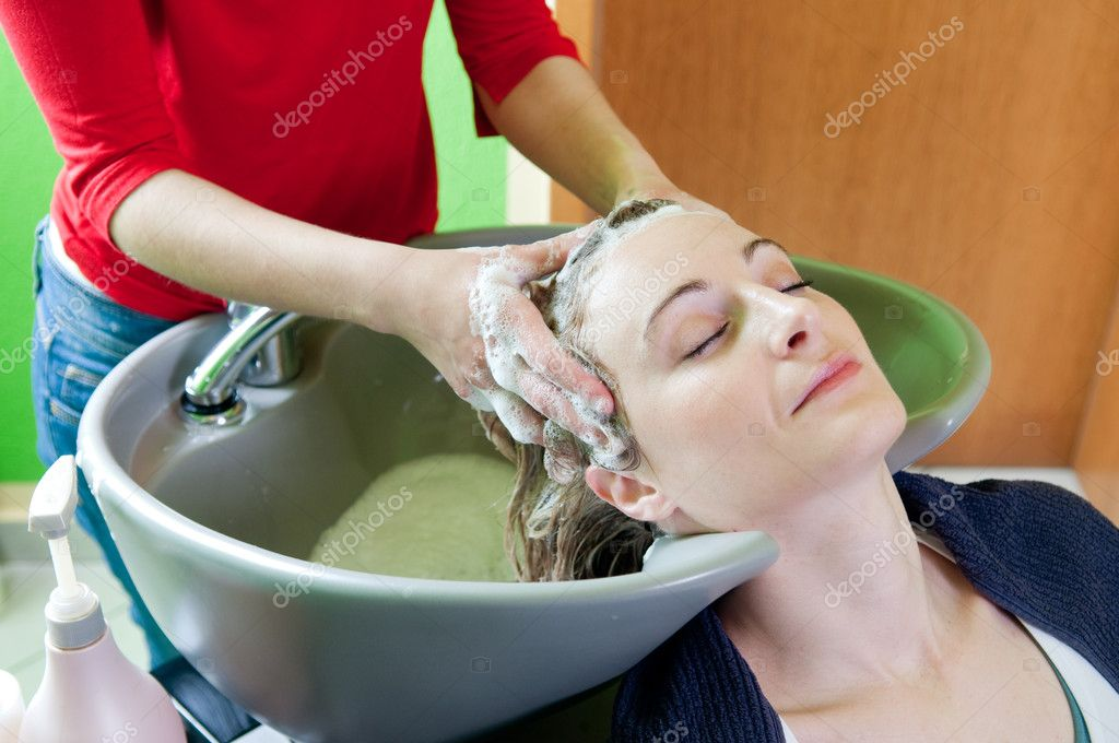 Woman washing hair in hair salon — Stock Photo #10175428