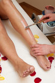 Leg waxing — Stock Photo