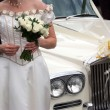 Bride by the car - Photo