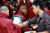 Günlük öğle yemeği ritual amarapura Manastırı, myanmar — Stok fotoğraf