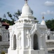 White stupa in Kuthodaw Paya in Mandalay — Stock Photo