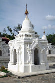 White stupa in Kuthodaw Paya in Mandalay — Foto Stock