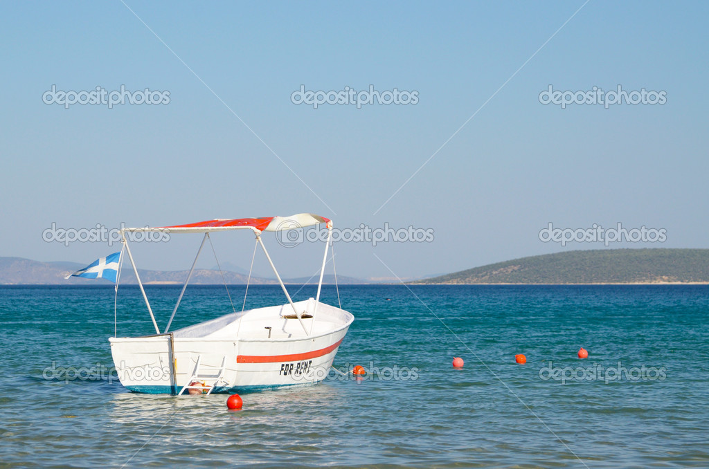 White boat in the sea — Stock Photo #9957897