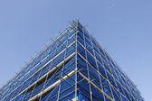 Hörnet av blå byggnadsställningar — Stockfoto