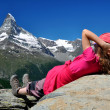 Girl looking at the beautiful Mount Matterhorn — Stock Photo