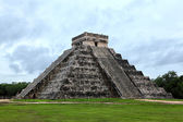 Mayan pyramid of Kukulcan — Stock Photo