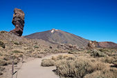Teide Vulkan with rock and road — 图库照片