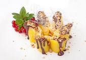 Cake with mango — Stockfoto