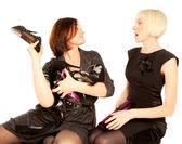 Två kvinnor slåss för skor — Stockfoto
