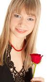 Güzel kadın üzerinde beyaz izole kırmızı gül — Stok fotoğraf
