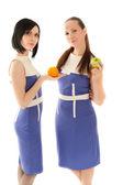 Dvě krásná žena s jablko a pomeranč — Stock fotografie