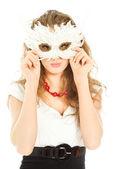 Hermosa mujer en vestido sosteniendo una máscara aislada — Foto de Stock