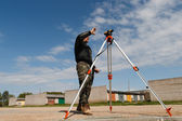 Land surveyor on construction site — Stockfoto