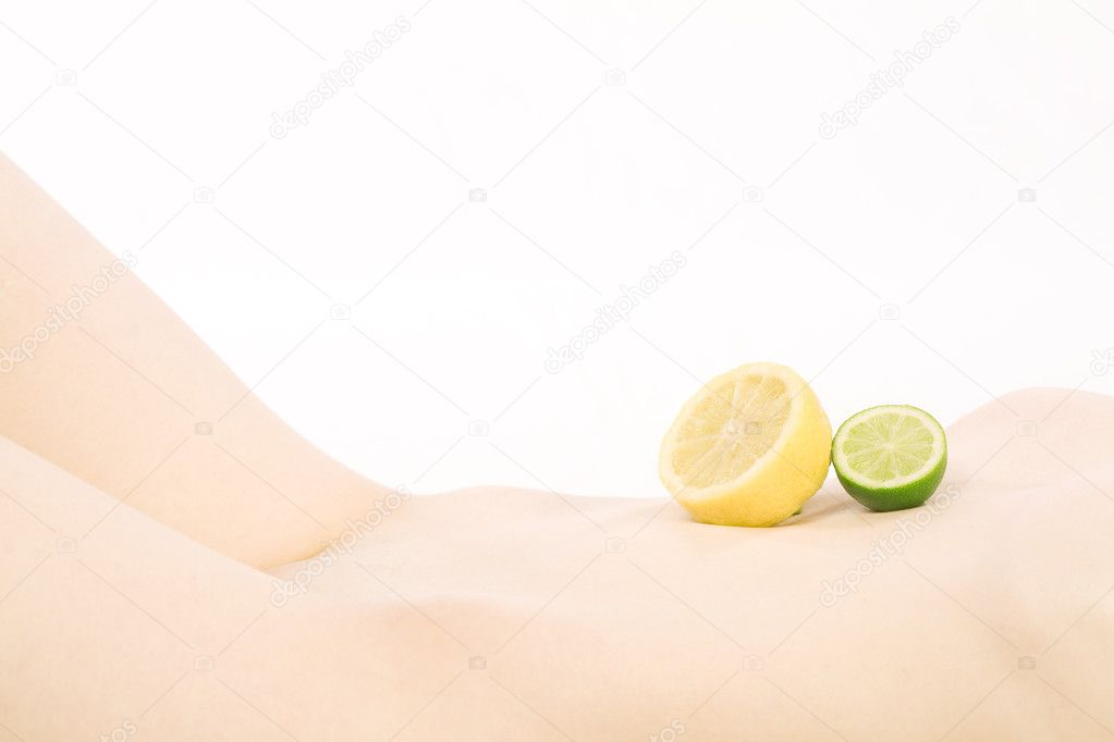 Nude body with lemon and lime, high key — Stock Photo #10550035