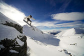 Snowboard cliff drop — Stockfoto