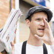 Foto Stock: Spruiking Newspaper Boy