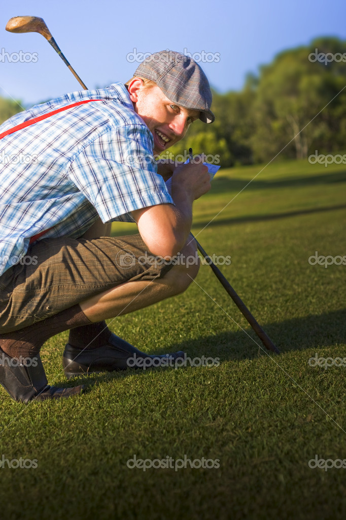 Bending Down With His Wooden Driver A Golf Player Cheats His Way To Victory In A Humorous Crouching Tiger Hidden Score Card — Stock Photo #10109146