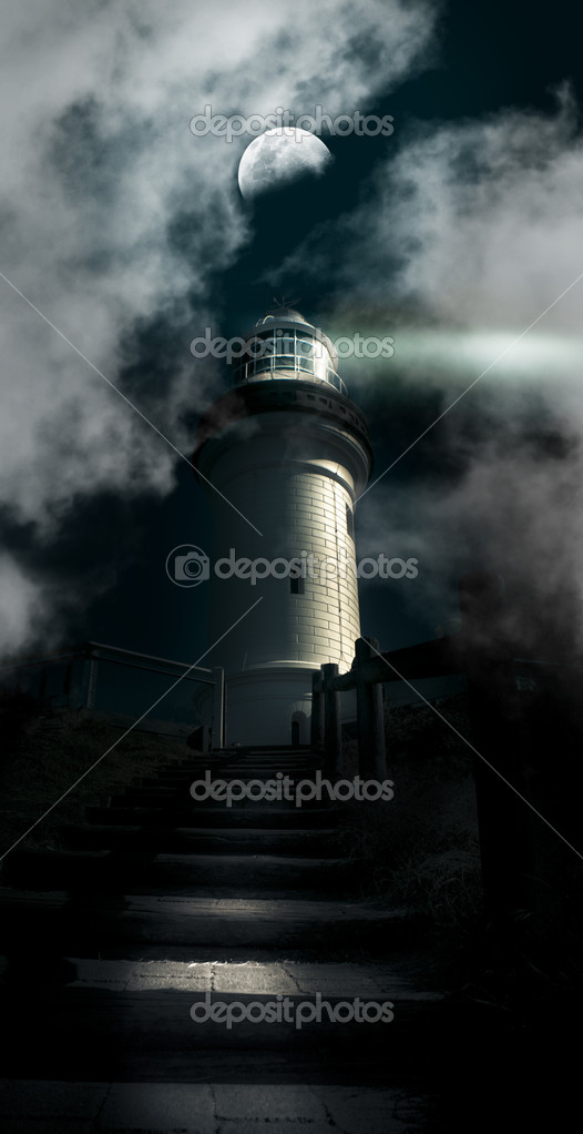 Dark Atmospheric Lighthouse Shining A Beacon Off Into The Night Mist And Fog In A Storm Warning Of Dangerous Weather Conditions, Cape Byron Lighthouse Australia — Stock Photo #10331908