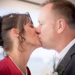 hochzeit küssen — Stockfoto