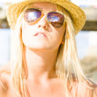 Face Of A Woman In Sunglasses On Holiday — Stockfoto