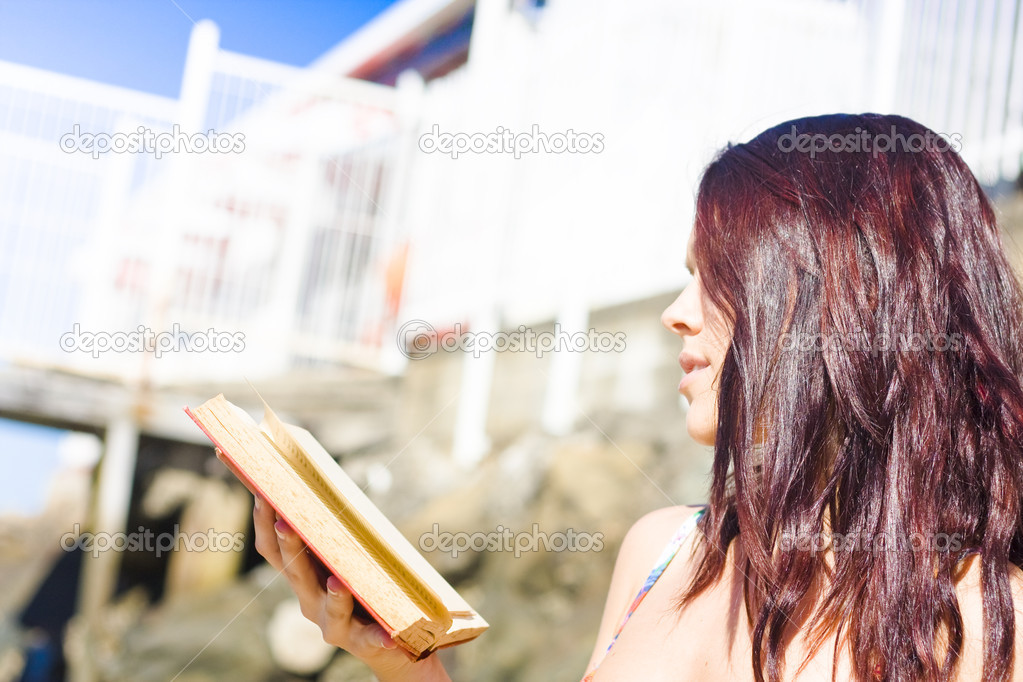 Landscape Portrait Of An Engrossed And Immersed Woman Reading A Non-Fiction Book On A Beach Shore In A Leisure Activity Of Recreation And Relaxation — Stock Photo #10589169