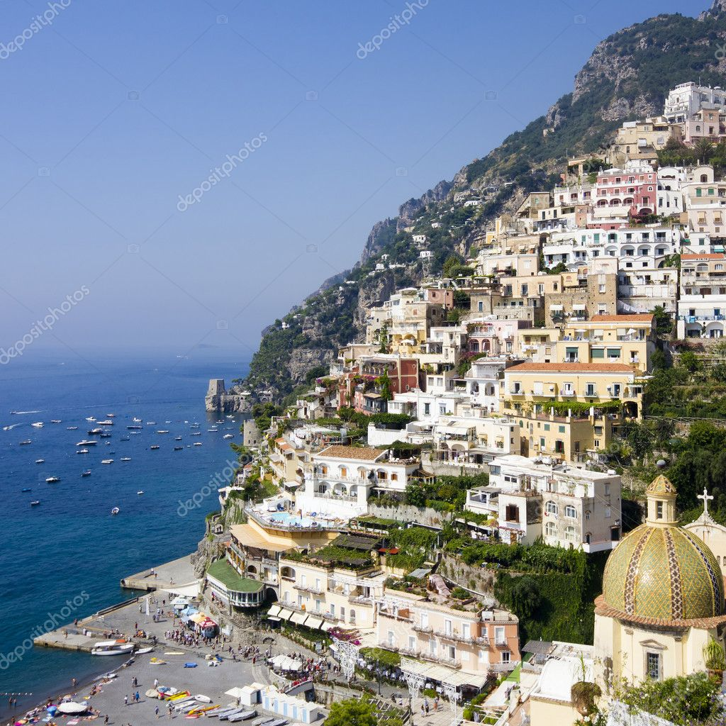 Panoramic view of Positano on the Amalfi Coast of Italy with beautiful flowers in the foreground — Stock Photo #7964924
