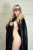 Kinky nude beauty with gothic cape and mask — Stock Photo