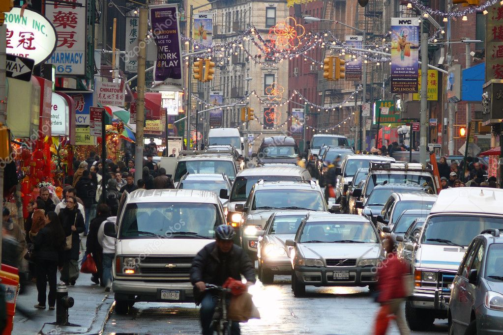 NEW YORK CITY - FEBRUARY 8:  Shoppers and cars jam the congested but colorful Chinatown district at dusk in New York City New York on February 5, 2008 . — Stock Photo #7994594