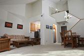 Sonnige wohnung-wohnzimmer — Stockfoto