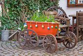 Old wagon with flowers. Homestead. — Stock Photo