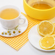 Tea with lemon and yellow roses on a white background — Stock Photo