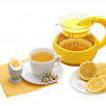 Tea with lemon on a white background — Stock Photo