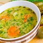 Traditional polish cucumber soup — Stock Photo