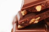 Foto chocolate amargo en el fondo blanco — Foto de Stock