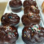 bir Pastane kek krem renkli kek aranjman — Stok fotoğraf