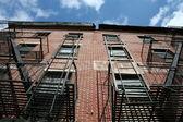 Типичное здание в Нью-Йорке — Стоковое фото