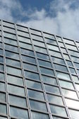 Skyscraper reflecting the sky — 图库照片