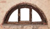 Old semicircular window — 图库照片