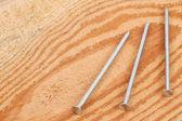 Hřebíky na dřevo — Stock fotografie