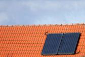 Celle solari su un tetto — Foto Stock