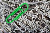 Green paper clip — Stock Photo